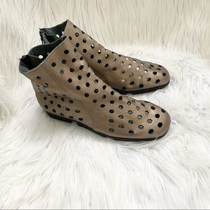 Arche Dato Perforated Leather Ankle Booties 39